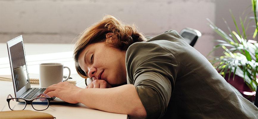 uyuyan-kadın